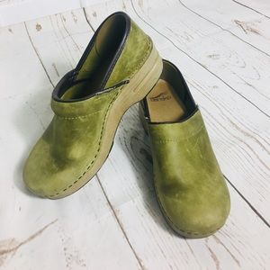 Green leather Dansko clogs size 37